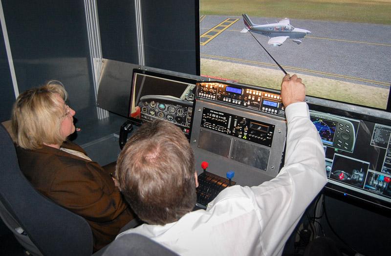 Spezifisches Luftfahrtwissen kann am Simulator einfach und kostengünstig vermittelt werden.