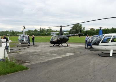30.05.2015 - Helikopter-Reisegruppe auf dem Weg nach Spanien beim Tankstopp in Konstanz
