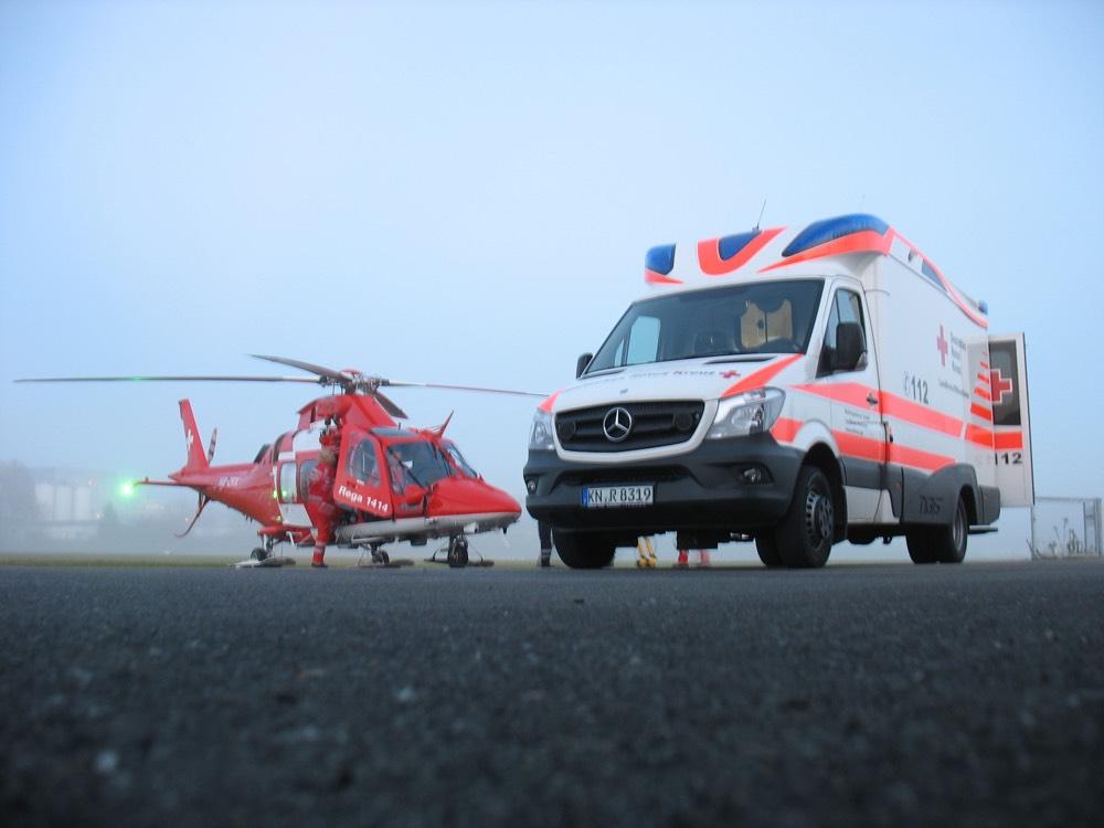 Hubschraubereinsatz der Rega mit Unterstützung des DRK