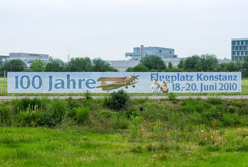 Banner 100 Jahre Flugplatz Konstanz