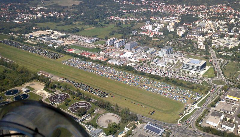 Zeltstadt am Flugplatz Konstanz während des Festivals Rock am See