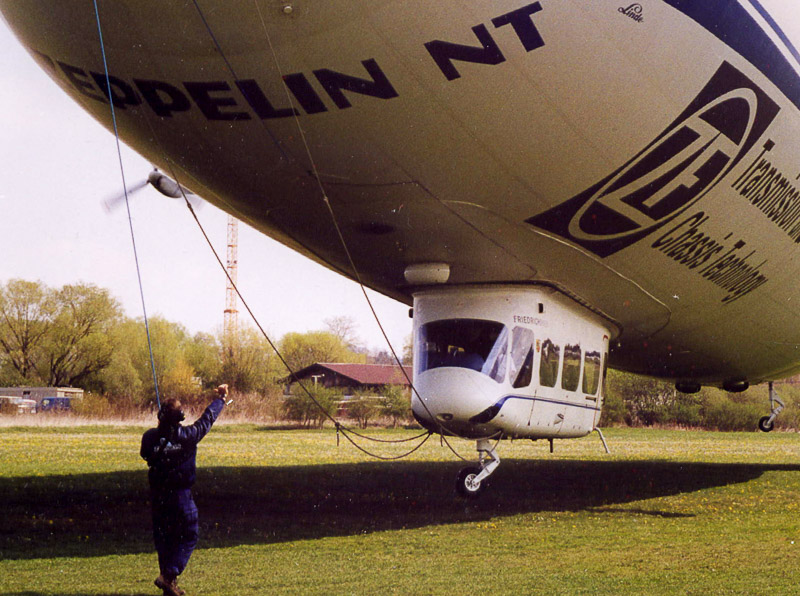 Landung eines Zeppelin NT am Flugplatz Konstanz
